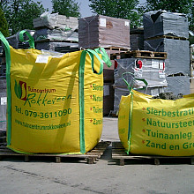 Bemeste tuinaarde big bag ½  m3 incl. € 5 borg.